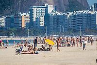 RJ. Rio de Janeiro. 24.07.2020 CLIMA PRAIA Movimentação de banhistas na flexibilização do isolamento social contra o coronavírus na praia do Leme, zona sul. (Foto: Ellan Lustosa / Código19).