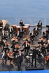 Sul Belvedere di Villa Rufolo<br /> Omaggio a Caruso<br /> Orchestra del Teatro di San Carlo di Napoli<br /> Direttore Nikolas Nägele<br /> Juan Diego Flórez, tenore <br /> Marina Monzó, soprano <br /> <br /> Musiche di Rossini, Donizetti, Gounod, Puccini