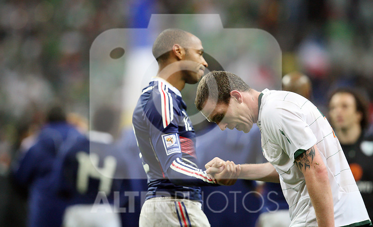 A dejected Richard Dunne is consoed by Thierry Henry after the World Cup 2010 qualifying football match France vs. Republic of Ireland on November 18, 2009 at the Stade de France in Saint-Denis, northern Paris.