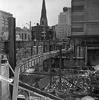 construction-de-la-station-de-mtro-mcgill-avec-la-faade-du-magasin-eaton-en-arrire-plan-22-janvier-1965