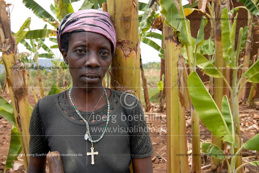 RWANDA Save near Butare , Genocide survivor Tutsi woman Odetta Twilingimana who has lost her husband during genocide 1994, he was killed by a Hutu neighboor  / RUANDA Save bei Butare , Ueberlebende des Genozid , Tutsi Frau Odetta Twilingimana hat ihren Mann waehrend des Voelkermord 1994 verloren  , er wurde von einem Hutu Nachbarn ermordet