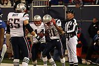 Wide Receiver Randy Moss (Patriots) feiert mit Fullback Heath Evans (Patriots) seinen Touchdown<br /> New York Giants vs. New England Patriots<br /> *** Local Caption *** Foto ist honorarpflichtig! zzgl. gesetzl. MwSt. Auf Anfrage in hoeherer Qualitaet/Aufloesung. Belegexemplar an: Marc Schueler, Am Ziegelfalltor 4, 64625 Bensheim, Tel. +49 (0) 6251 86 96 134, www.gameday-mediaservices.de. Email: marc.schueler@gameday-mediaservices.de, Bankverbindung: Volksbank Bergstrasse, Kto.: 151297, BLZ: 50960101