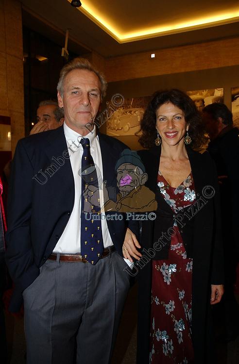 """CLIO GOLDSMITH CON IL MARITO MARK SHAND<br /> VERNISSAGE """"ROMA 2006 10 ARTISTI DELLA GALLERIA FOTOGRAFIA ITALIANA"""" AUDITORIUM DELLA CONCILIAZIONE ROMA 2006"""