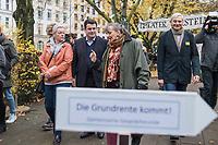 """Bundesarbeitsminister Hubertus Heil (SPD) und die Bochumer Reinigungskraft Susanne Holtkotte besuchten am Mittwoch den 20. November 2019 das Mehrgenerationenhaus """"Kreativhaus e.V."""" in Berlin-Mitte.<br /> Sie wollten mit den Rentnerinnen und Rentnern ueber das Thema Grundrente sprechen.<br /> Heil und Holtkotte hatten im Mai fuer einen Tag die Jobs getauscht, um einen Einblick in das Arbeitsleben des jeweils Anderen zu bekommen.<br /> Im Bild vlnr.: Susanne Holtkotte; Hubertus Heil, Angela Gaertner und Ulrich Krueger, beide """"Kreativhaus e.V."""".<br /> 20.11.2019, Berlin<br /> Copyright: Christian-Ditsch.de<br /> [Inhaltsveraendernde Manipulation des Fotos nur nach ausdruecklicher Genehmigung des Fotografen. Vereinbarungen ueber Abtretung von Persoenlichkeitsrechten/Model Release der abgebildeten Person/Personen liegen nicht vor. NO MODEL RELEASE! Nur fuer Redaktionelle Zwecke. Don't publish without copyright Christian-Ditsch.de, Veroeffentlichung nur mit Fotografennennung, sowie gegen Honorar, MwSt. und Beleg. Konto: I N G - D i B a, IBAN DE58500105175400192269, BIC INGDDEFFXXX, Kontakt: post@christian-ditsch.de<br /> Bei der Bearbeitung der Dateiinformationen darf die Urheberkennzeichnung in den EXIF- und  IPTC-Daten nicht entfernt werden, diese sind in digitalen Medien nach §95c UrhG rechtlich geschuetzt. Der Urhebervermerk wird gemaess §13 UrhG verlangt.]"""