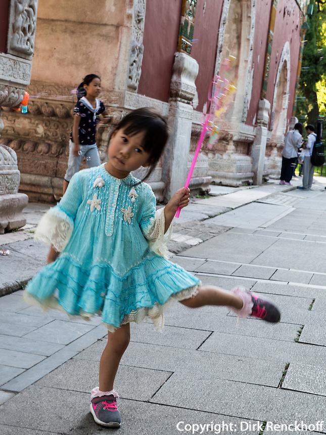 Kind im BeiHai Park, Peking, China, Asien<br /> child in Beihai Park, Beijing, China, Asia