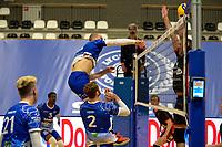 27-02-2021: Volleybal: Amysoft Lycurgus v Computerplan VCN: Groningen smash Lycurgus speler Dennis Borst