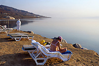 Jordan. Dead sea. Beach of the Möwenpick hotel. European tourists rest and enjoy the sun on a late afternoon. On the other side of the sea is Palestine and the West Bank (Occupied Territories by Israel).  © 2002 Didier Ruef
