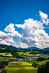 Oesterreich, Tirol, Kaiserwinkl, Koessen: Urlaubsort im noerdlichen Leukental in der Region Kaiserwinkl mit Pfarrkirche Hl. Petrus und Hl. Paulus | Austria, Tyrol, Kaiserwinkl, Koessen: