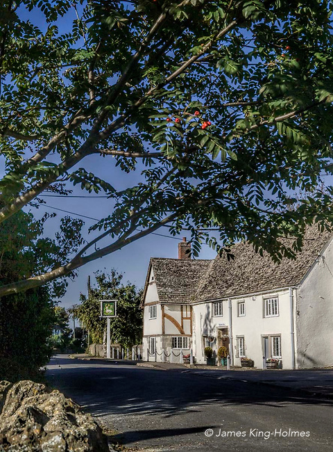 The White Hart public house in Fyfield, Oxfordshire, UK. The building dates from the 15th Century when it served the chantry of the local parish church as a hospital or almshouse. It has been used as an inn or public house since the 18th Century