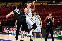 11-02-2021: Basketbal: Donar Groningen v Apollo Amsterdam: Groningen  Donar speler Willem Brandwijk met Apollo speler Weijs