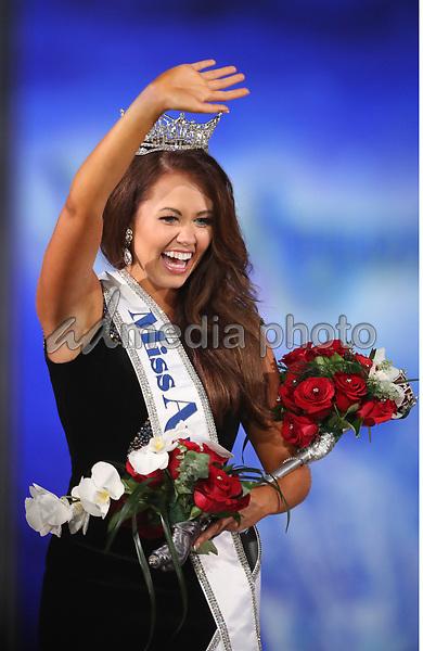 10 September 2017 - Atlantic City, NJ- Miss America 2018 Cara Mund.  Miss North Dakota Cara Mund is crowned Miss America 2018 at Boardwalk Hall.  Photo Credit: MJT/AdMedia