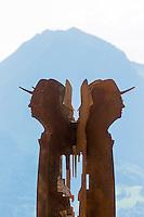 France, Haute-Savoie (74),Massif des Aravis, Manigod: La Maison des Bois de Marc Veyrat au col de la Croix Fry _ Totem par le Sculpteur CH. ABBE  représentant Marc Veyrat // France, Haute Savoie, Massif des Aravis, Manigod: Marc Veyrat, Restaurant: La Maison des Bois, Col de la Croix Fry -  Totem by Sculptor CH. ABBE representative Marc Veyrat  [Non destiné à un usage publicitaire - Not intended for an advertising use]