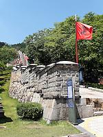 Mauer der Festung-Hwaseong von Suwon, Provinz Gyeonggi-do, Südkorea, Asien, Unesco-Weltkulturerbe<br /> Wall of fortress Hwaseong, Suwon, Province Gyeonggi-do, South Korea Asia, UNESCO World-heritage