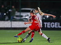 Davinia Vanmechelen (25 Standard) and Sari Kees (2 OHL) fight for the ball during a female soccer game between Oud Heverlee Leuven and Standard Femina De Liege on the 10th matchday of the 2020 - 2021 season of Belgian Womens Super League , sunday 20 th of December 2020  in Heverlee , Belgium . PHOTO SPORTPIX.BE | SPP | SEVIL OKTEM
