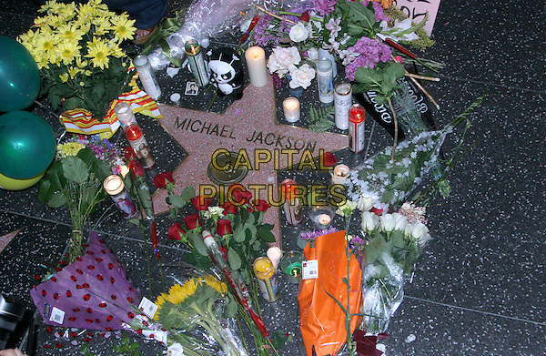 MICHAEL JACKSON'S STAR.Supporters and fans leave memorabilia at singer Michael Jackson's star on the Hollywood Walk of Fame after news spread that the singer had died at the age of 50 apparently from cardiac arrest at his home in Holmby Hills, Hollywood, CA, USA..June 25th, 2009.atmosphere gv general view candles shrine flowers bouquet.CAP/ADM/MJ.©Michael Jade/AdMedia/Capital Pictures.