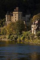 Europe/France/Aquitaine/24/Dordogne/Vallée de la Dordogne/La Roque-Gageac:le village  et le Château de la Malartrie