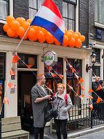am Oudezijdrs Vorburgwal  am Königstag in Amsterdam, Provinz Nordholland, Niederlande<br /> Kings Day at Oudezijdrs Vorburgwal , Amsterdam, Province North Holland, Netherlands