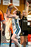 13-03-2021: Basketbal: Keijser Capital Martini Sparks v Grasshoppers: Haren Martini Sparks speelster Giytte Preusting in duel met Grasshoppers speelster Marieke van Schie
