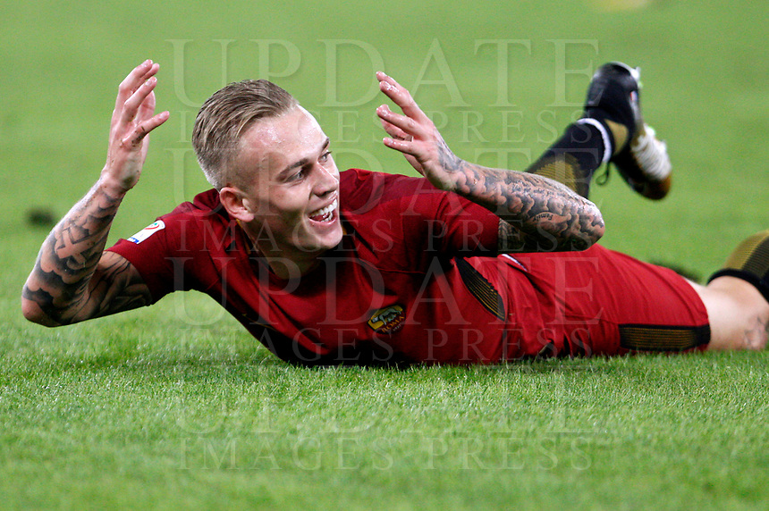Calcio, Serie A: Roma vs Crotone. Roma, stadio Olimpico, 25 ottobre 2017.<br /> Roma's Rick Karsdorp reacts during the Italian Serie A football match between Roma and Crotone at Rome's Olympic stadium, 25 October 2017.<br /> UPDATE IMAGES PRESS/Riccardo De Luca