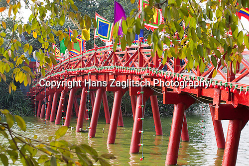 Rote Brücke, Jadebergtempel, Hanoi, Vietnam