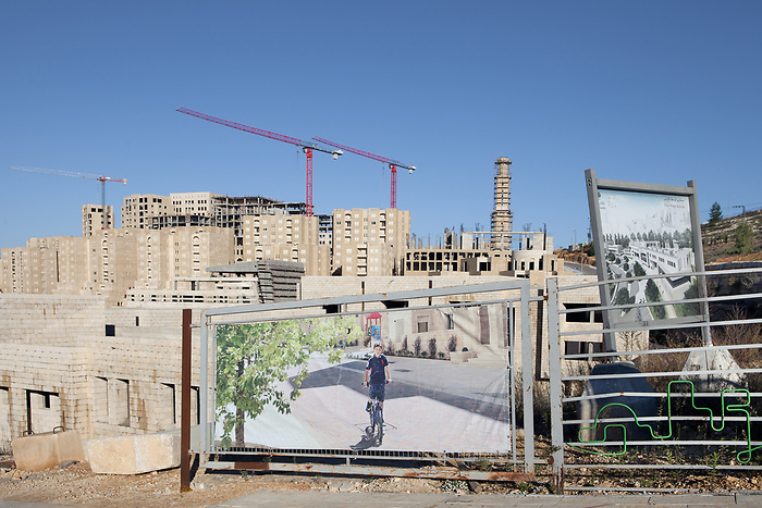 December 2015. At this phase of the construction of the city, most of human figures that one will encounter are the promotional images displayed around the construction site.
