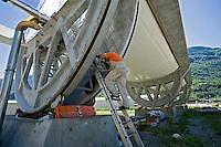 Airlight Energy, Biasca, accesso alla cavità interna del collettore  solare