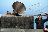 """Die Band Einstuerzende Neubauten praesentierte vom 25. bis 27. Dezember 2015 im Berliner Radialsystem ihr Projekt """"Lament"""" (Totenklage).<br /> Die flaemische Stadt Diksmuide beauftrage die Band im Rahmen der 100-jaehrigen Gedenkfeierlichkeiten des Beginns des Ersten Weltkriegs zu den Arbeiten an """"Lament"""". Die Band versteht """"Lament"""" als eine Dokumentation der Geschichte der Stadt Diksmuide. Das Werk wurde dort am 8. November 2014 uraufgefuehrt.<br /> 26.12.2015, Berlin<br /> Copyright: Christian-Ditsch.de<br /> [Inhaltsveraendernde Manipulation des Fotos nur nach ausdruecklicher Genehmigung des Fotografen. Vereinbarungen ueber Abtretung von Persoenlichkeitsrechten/Model Release der abgebildeten Person/Personen liegen nicht vor. NO MODEL RELEASE! Nur fuer Redaktionelle Zwecke. Don't publish without copyright Christian-Ditsch.de, Veroeffentlichung nur mit Fotografennennung, sowie gegen Honorar, MwSt. und Beleg. Konto: I N G - D i B a, IBAN DE58500105175400192269, BIC INGDDEFFXXX, Kontakt: post@christian-ditsch.de<br /> Bei der Bearbeitung der Dateiinformationen darf die Urheberkennzeichnung in den EXIF- und  IPTC-Daten nicht entfernt werden, diese sind in digitalen Medien nach §95c UrhG rechtlich geschuetzt. Der Urhebervermerk wird gemaess §13 UrhG verlangt.]"""