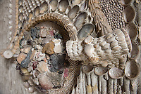 Die Stiftung Preussische Schloesser und Gaerten Berlin-Brandenburg (SPSG) hat die im Mai 2013 begonnene Restaurierung der Decke des Grottensaals im Neuen Palais von Schloss Sanssouci abgeschlossen. Damit ist einer der beiden zentralen Festsaele des Hauses vom 22. Juli 2015 an wieder in den Rundgang durch das Gaesteschloss Friedrichs des Grossen (1712-1786) integriert und fuer die Oeffentlichkeit zugaenglich.<br /> Moeglich geworden sind die umfassenden Instandsetzungsarbeiten im Grottensaal durch das Sonderinvestitionsprogramm fuer die preussischen Schloesser und Gaerten (Masterplan), das die Beauftragte der Bundesregierung fuer Kultur und Medien sowie die Laender Brandenburg (Ministerium fuer Wissenschaft, Forschung und Kultur) und Berlin (Senatskanzlei – Kulturelle Angelegenheiten) zur Rettung bedeutender Denkmaeler der Berliner und Potsdamer Schloesserlandschaft aufgelegt haben.<br /> Am Dienstag den 21. Juli 2015 wurde der Grottenssal durch Prof. Dr. Hartmut Dorgerloh, Generaldirektor, SPSG; Prof. Monika Gruetters MdB, Staatsministerin fuer Kultur und Medien und Martin Gorholt, Staatssekretaer, Ministerium fuer Wissenschaft, Forschung und Kultur des Landes Brandenburgs der Presse gezeigt.<br /> 21.7.2015, Postdam<br /> Copyright: Christian-Ditsch.de<br /> [Inhaltsveraendernde Manipulation des Fotos nur nach ausdruecklicher Genehmigung des Fotografen. Vereinbarungen ueber Abtretung von Persoenlichkeitsrechten/Model Release der abgebildeten Person/Personen liegen nicht vor. NO MODEL RELEASE! Nur fuer Redaktionelle Zwecke. Don't publish without copyright Christian-Ditsch.de, Veroeffentlichung nur mit Fotografennennung, sowie gegen Honorar, MwSt. und Beleg. Konto: I N G - D i B a, IBAN DE58500105175400192269, BIC INGDDEFFXXX, Kontakt: post@christian-ditsch.de<br /> Bei der Bearbeitung der Dateiinformationen darf die Urheberkennzeichnung in den EXIF- und  IPTC-Daten nicht entfernt werden, diese sind in digitalen Medien nach §95c UrhG rechtlich geschuetzt. Der Urheber