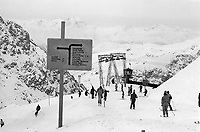 - Svizzera, stazione sciistica di Klosters, piste da sci a Weissfluhjoch (Gennaio 1986)<br /> <br /> - Switzerland, Klosters ski resort, skiruns at Weissfluhjoch (January 1986)