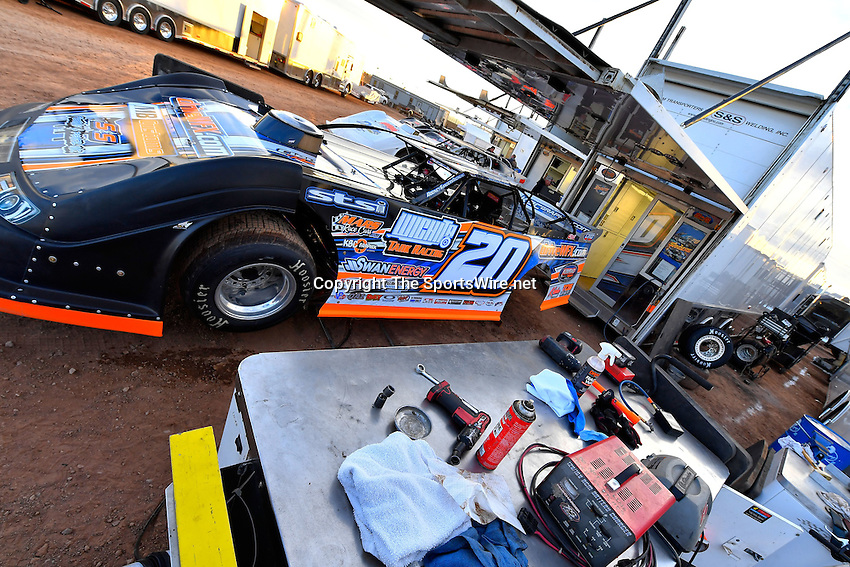 Jan 7, 2017; 5:11:25 PM; QUEEN CREEK, AZ., USA; 11th Annual Keyser Manufacturing Wild West Shootout at Arizona Speedway presented by O'Reilly Auto Parts. Mandatory Credit: (thesportswire.net)