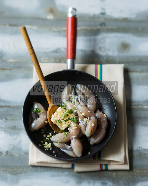 Cuisses de grenouille - Cuisses de grenouilles en persillade   // Frog legs are one of the better-known delicacies of French cuisine. - Frog legs with parsley - Stylisme : Valérie LHOMME
