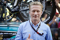 controversial Astana team manager Alexander Vinokurov does a thumbs up for his (team's) Grand Tour win at the start of the last stage<br /> <br /> stage 21: Alcala de Henares - Madrid (98km)<br /> 2015 Vuelta à Espana