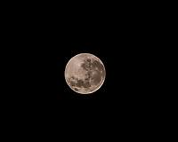 SÃO PAULO, SP, 27.04.2021 : Super Lua - - Vista da Super Lua na madrugada desta terça-feira (27) no bairro de Perus na zona noroeste da cidade de São Paulo.