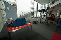 Zweiter Sitzungstag des 1. NSA-Untersuchungsausschuss am Donnerstag den 5. Juni 2014.<br /> Im Bild: Ein Mitarbeiter eines TV-Teams wartet vor dem Ausschuss.<br /> 5.6.2014, Berlin<br /> Copyright: Christian-Ditsch.de<br /> [Inhaltsveraendernde Manipulation des Fotos nur nach ausdruecklicher Genehmigung des Fotografen. Vereinbarungen ueber Abtretung von Persoenlichkeitsrechten/Model Release der abgebildeten Person/Personen liegen nicht vor. NO MODEL RELEASE! Don't publish without copyright Christian-Ditsch.de, Veroeffentlichung nur mit Fotografennennung, sowie gegen Honorar, MwSt. und Beleg. Konto:, I N G - D i B a, IBAN DE58500105175400192269, BIC INGDDEFFXXX, Kontakt: post@christian-ditsch.de]