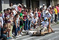 MANIZALES-COLOMBIA. 06-01-2016: Carrera en carritos de balineras en un recorrido por la comuna universitaria Fatima como parte de la versión número 60 de La Feria de Manizales 2016 que se lleva a cabo entre el 2 y el 10 de enero de 2016 en la ciudad de Manizales, Colombia. / Ball bearings race carts on a tour Ball bearings race carts on a tour for the commune Fatima university as part of the 60th version of Manizales Fair 2016 takes place between 2 and 10 January 2016 in the city of Manizales, Colombia. Photo: VizzorImage / Kevin Toro / Cont