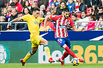 Yannick Ferreira Carrasco (R) of Atletico de Madrid competes for the ball with David Simon of UD Las Palmas during the La Liga 2017-18 match between Atletico de Madrid and UD Las Palmas at Wanda Metropolitano on January 28 2018 in Madrid, Spain. Photo by Diego Souto / Power Sport Images