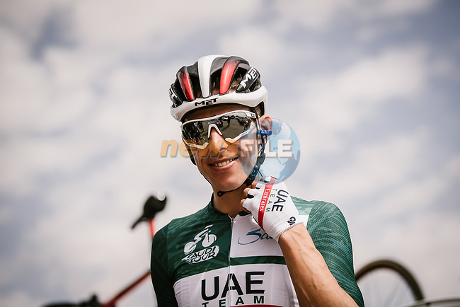 Race leader Rui Costa (POR) UAE Team Emirates at sign on before the start of Stage 3 of the Saudi Tour 2020 running 119km from King Saud University to Al Bujairi, Saudi Arabia. 6th February 2020. <br /> Picture: ASO/Pauline Ballet | Cyclefile<br /> All photos usage must carry mandatory copyright credit (© Cyclefile | ASO/Pauline Ballet)