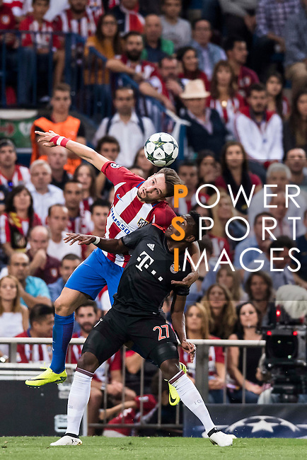 Saul Niguez of Atletico Madrid competes for the ball with David Alaba of FC Bayern Munich during their 2016-17 UEFA Champions League match between Atletico Madrid vs FC Bayern Munich at the Vicente Calderon Stadium on 28 September 2016 in Madrid, Spain. Photo by Diego Gonzalez Souto / Power Sport Images