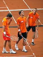 16-9-09, Netherlands,  Maastricht, Tennis, Daviscup Netherlands-France, Training, v.l.n.r.: Igor Sijsling, Jesse Huta Galung en kopman Thiemo de Bakker