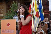 Eva Avila chante à l'ouverture du film O Canada! à Epcot. (Groupe CNW/Walt Disney Company Parks & Resorts)