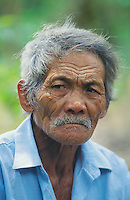 Philippines. Negros Island. Province of Negros Occidental, located in the  Western Visayas region. Barangay (village) La Castellana. Portrait of an old  man, a farmer with a blue shirt and grey hair. © 1999 Didier Ruef