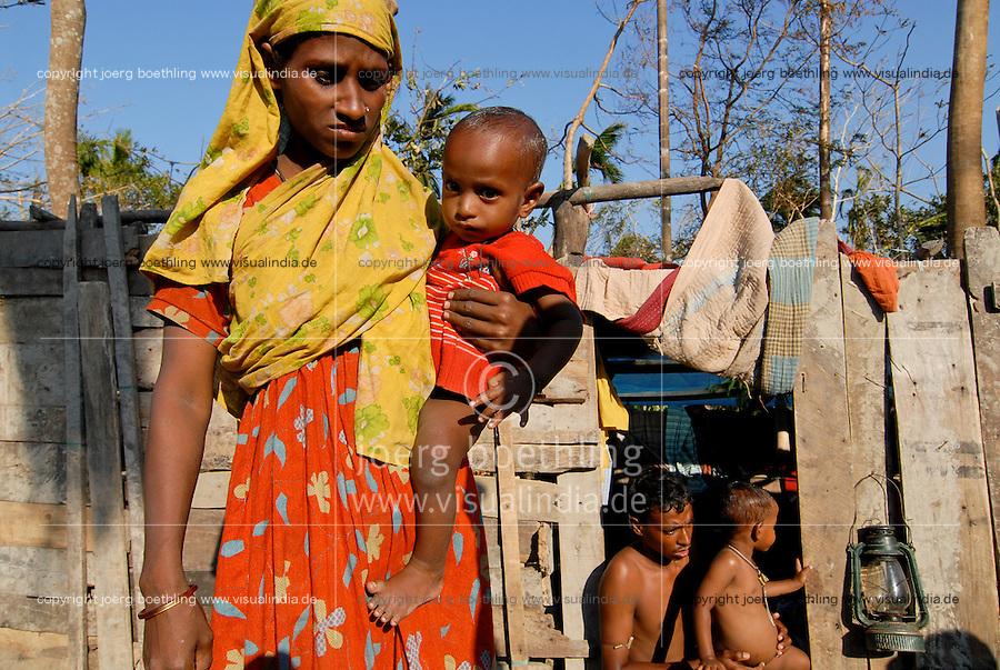 BANGLADESH , cyclone Sidr and high tide destroy villages in Southkhali in District Bagerhat , flood victims in temporary shelter  / BANGLADESCH, der Wirbelsturm Zyklon Sidr und eine Sturmflut zerstoeren Doerfer im Kuestengebiet von Southkhali , Flutopfer in Notunterkuenften