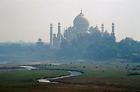 Indien, Uttar Pradesh, Agra, Taj Mahal erbaut 1653 von Shah Jahan für seine Frau Mumtaz Mahal, Unesco-Weltkulturerbe