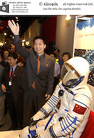 China's first astronaut Yang Liwei meets with members of the public at the Hong Kong Science Museum, Hong Kong.<br />