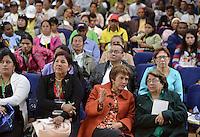 """BOGOTÁ -COLOMBIA. 11-10-2014. Aida Abella (Der), Jahel Quiroga (segunda desde la Der) y demás participantes escuchan las intervenciones de las delegaciones durante la segunda jornada del Encuentro por la """"Dignidad de las Víctimas del Genocidio contra La UP"""" realizado hoy, 11 de octuber de 2014, en la ciudad de Bogotá./ Aida Abella (R), Jahel Quiroga (secong from R) and participants listen to the speeches of the delegations during the Second day of the Meeting for the """"Dignity of Victims of Genocide against The UP"""" took place today, October 10 2014, at Bogota city. Photo: Reiniciar /VizzorImage/ Gabriel Aponte"""
