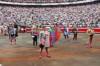 MANIZALES-COLOMBIA. 10-01-2016: El Juli y Enrique Ponce, toreros españoles, durante el Mano a Mano corrida como parte de la version 60 de La Feria de Manizales 2016 que se lleva a cabo entre el 2 y el 10 de enero de 2016 en la ciudad de Manizales, Colombia. / El Juli and Enrique Ponce, Spanish bullfighters during the hand to hand with as part of version 60 of Manizales Fair 2016 takes place between 2 and 10 January 2016 in the city Manizales, Colombia.Photo: VizzorImage / Santiago Osorio / Cont.