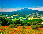 Italien, Toskana, Provinz Siena: Blick von Montepulciano auf den Monte Amiata (1.738 m)  | Italy, Tuscany, Province of Siena: view from Montepulciano towards Monte Amiata (1.738 m)