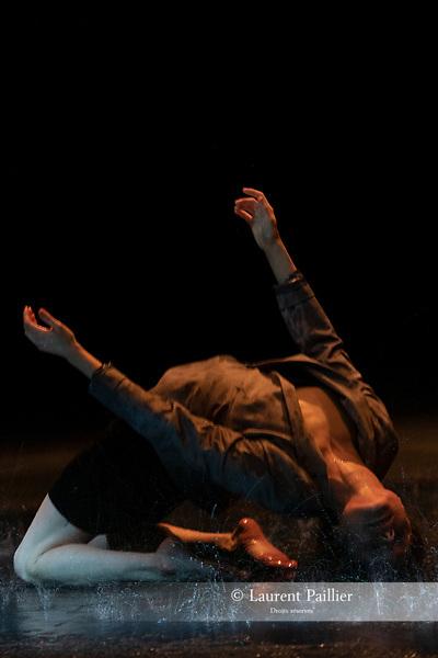 DIAGNOSTIC 20.9<br /> <br /> CHORÉGRAPHIE, TEXTE, MISE EN SCÈNE Jann Gallois<br /> MUSIQUE Alexandre Bouvier<br /> LUMIÈRES Cyril Mulon<br /> COSTUMES Marie-Cécile Viault<br /> AVEC Jann Gallois<br /> COMPAGNIE : @cieburnout <br /> LIEU : @theatrechaillot<br /> VILLE : Paris <br /> DATE : 22/02/2019<br /> @laurentpaillier <br /> #dansecontemporaine  #theatrenationaldechaillot #dancephotography  #dancephoto #corps