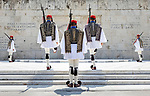 Greece, Attica, capitol Athens: Changing of the guard at the Tomb of the Unknown Soldier in Syntagma Square   Griechenland, Attike, Hauptstadt Athen: Wachabloesung am Grab des unbekannten Soldaten am Syntagma Square