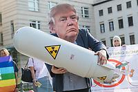Fotoaktion am Donnerstag den 1. August 2019 vor der US-Botschaft in Berlin, anlaesslich des Ende des INF-Vertrages.<br /> Der Vertrag zum Verbot von Mittelstreckensystemen war seit der Verabschiedung 1988 ein Meilenstein der Abruestung zwischen Russland und den USA. Nach gegenseitigen Vorwuerfen zu Vertragsverletzungen hat US-Praesident Trump am im Oktober 2018 angekuendigt aus dem Vertrag auszusteigen. Der Vertrag endet dementsprechend fristgerecht am 2. August 2019.<br /> Mit der Fotoaktion vor der US-Botschaft am Pariser Platz, verdeutlichten die Friedensorganisationen ICAN Deutschland, IPPNW und DGF-VK, die USA und Russland sollen abzuruesten statt aufruesten.<br /> Im Bild: Ein Demonstrant mit einer Maske des US-Praesidenten Donald Trump haelt eine Atombombe.<br /> 1.8.2019, Berlin<br /> Copyright: Christian-Ditsch.de<br /> [Inhaltsveraendernde Manipulation des Fotos nur nach ausdruecklicher Genehmigung des Fotografen. Vereinbarungen ueber Abtretung von Persoenlichkeitsrechten/Model Release der abgebildeten Person/Personen liegen nicht vor. NO MODEL RELEASE! Nur fuer Redaktionelle Zwecke. Don't publish without copyright Christian-Ditsch.de, Veroeffentlichung nur mit Fotografennennung, sowie gegen Honorar, MwSt. und Beleg. Konto: I N G - D i B a, IBAN DE58500105175400192269, BIC INGDDEFFXXX, Kontakt: post@christian-ditsch.de<br /> Bei der Bearbeitung der Dateiinformationen darf die Urheberkennzeichnung in den EXIF- und  IPTC-Daten nicht entfernt werden, diese sind in digitalen Medien nach §95c UrhG rechtlich geschuetzt. Der Urhebervermerk wird gemaess §13 UrhG verlangt.]